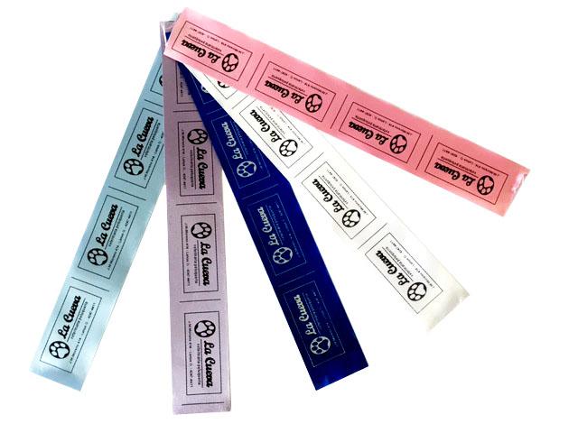 Etiquetas de poliamida satinadas color